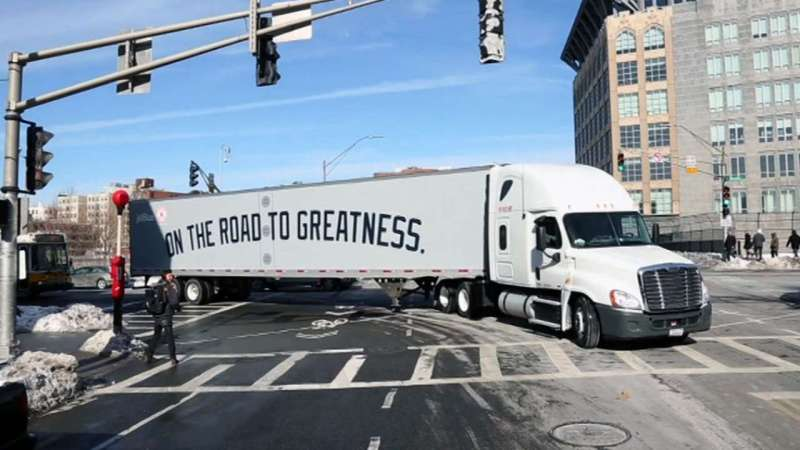 2015 NY Yankees truck leaving for Spring Training